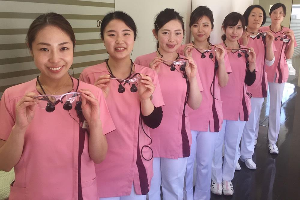 歯科衛生士も拡大鏡使用